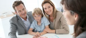 Abbildung Familie bei der Beratung