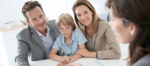 Abbildung Familie bei Beratung