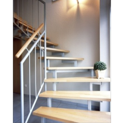 Abbildung Stahltreppe mit Buchenholzstufen